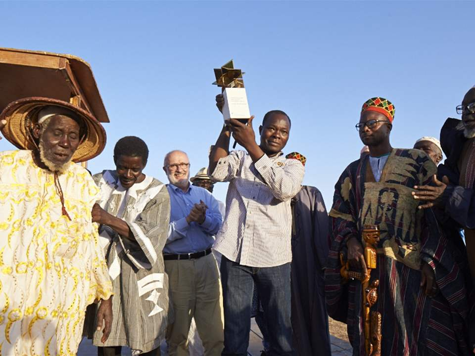 Project author Diébédo Francis Kéré presents the Global Holcim Awards Gold 2012 trophy to more …