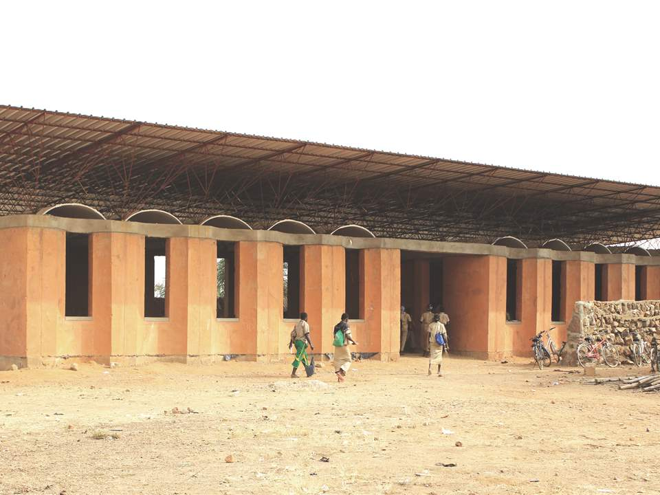Secondary school with passive ventilation system