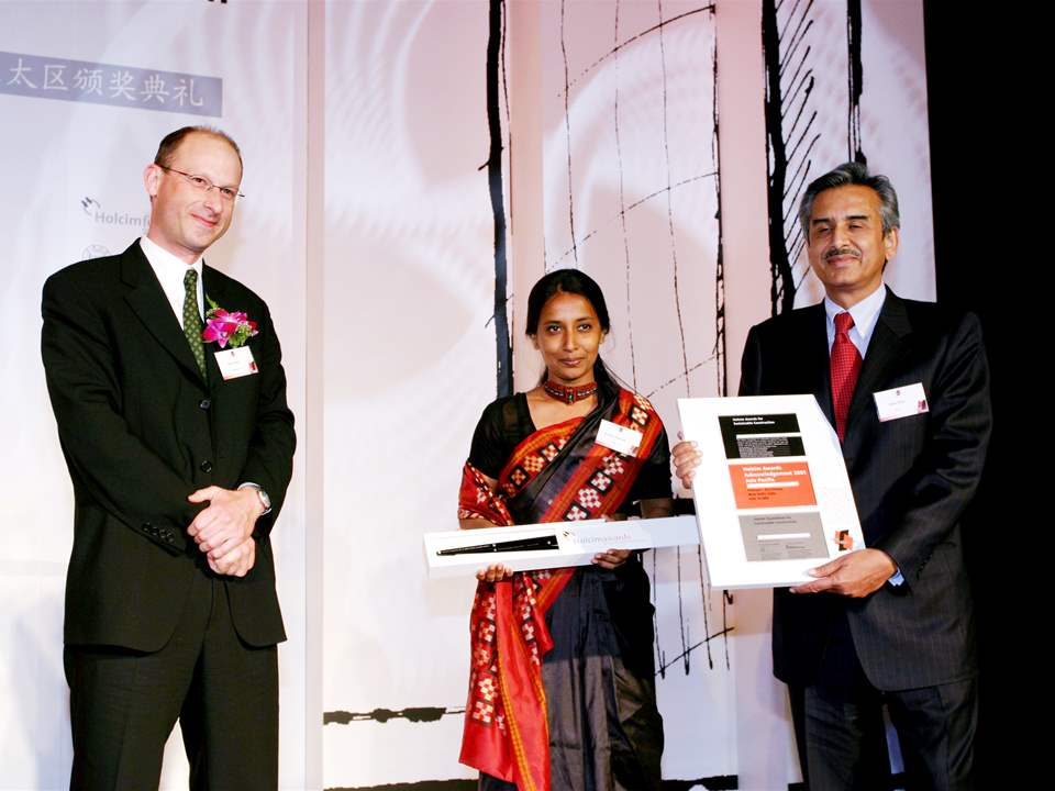 Holcim Awards Acknowledgement prize 2005 - Asia Pacific (l-r): presented by D. Bach (Holcim Ltd) …