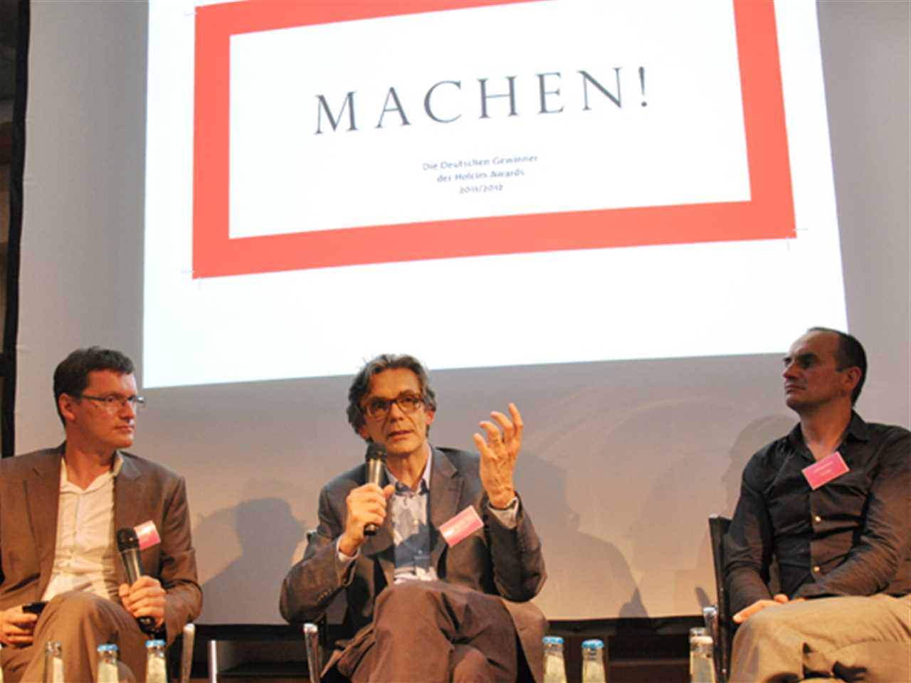 "Moderated discussion at the opening of the ""MACHEN!"" exhibition on the topic ""Savoir Vivre: How …"