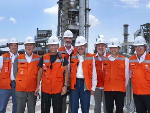 Holcim Awards jury discovers sustainability aspects at new cement plant in Mexico